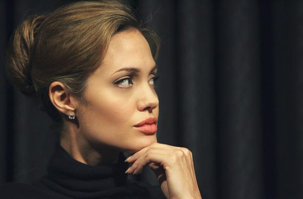angelina-jolie-2013-wallpaper-angelina-jolie-celebrity-actress-lips.jpg