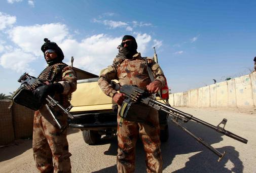 Iraqi security forces take position with their weapons during clashes with the al Qaeda-linked Islamic State in Iraq and the Levant (ISIL) in Jurf al-Sakhar, 60 km (40 miles) from the capital on February 15, 2014. Photo: Reuters.