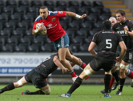 Simon Zebo, Munster, tries to jump past the tackle of Sam Lewis