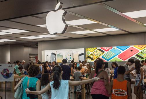 Customers eager to enter the new Apple store in Rio de Janeiro, Brazil, on February 16, 2014