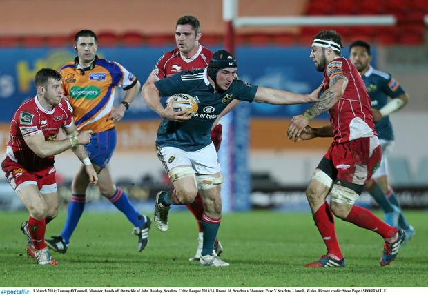 Tommy O'Donnell, Munster, hands off the tackle of John Barclay, Scarlets.