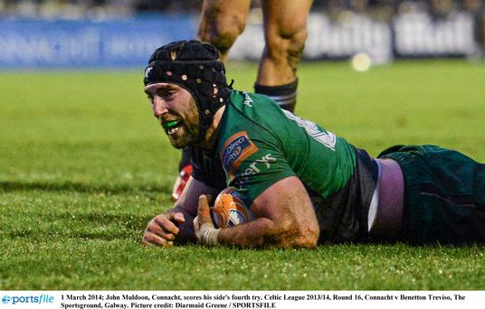 John Muldoon, Connacht, scores his side's fourth try.