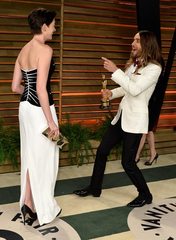 WEST HOLLYWOOD, CA - MARCH 02: Actors Anne Hathaway (L) and Jared Leto attend the 2014 Vanity Fair Oscar Party hosted by Graydon Carter on March 2, 2014 in West Hollywood, California. (Photo by Pascal Le Segretain/Getty Images)