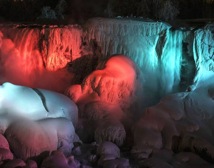 The Niagra Falls have frozen over for a second time