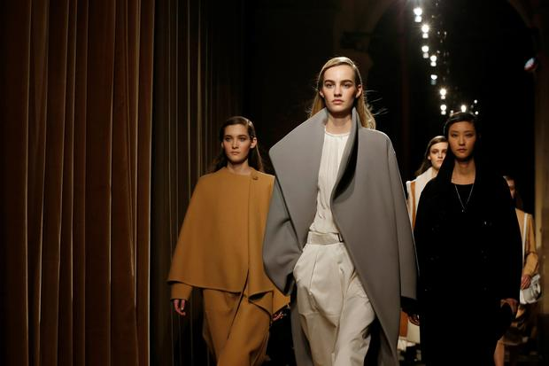 Models present creations by French designer Christophe Lemaire as part of his Fall/Winter 2014-2015 women's ready-to-wear collection for fashion house Hermes during Paris Fashion Week March 5, 2014. REUTERS/Gonzalo Fuentes (FRANCE - Tags: FASHION)
