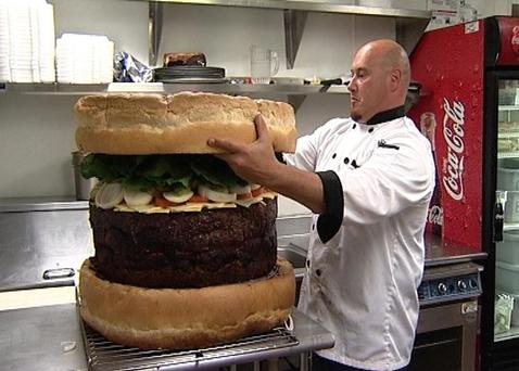 Megabite: Steve Mallie of Mallie's Sports Grill and Bar with the world's biggest burger, 2009. Photo: Guinness World Records/PA