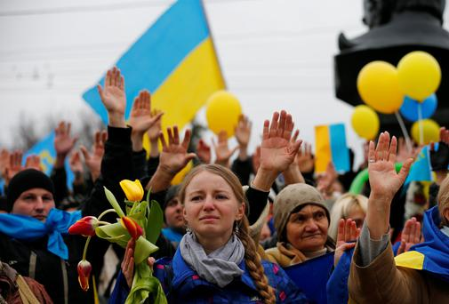 Pro-Ukrainian supporters rally for victims of violence in Kiev.