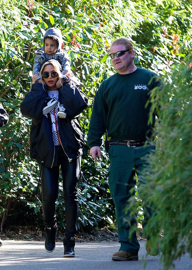 Beyonce with her daughter Blue Ivy in Dublin Zoo © Patrick Bolger