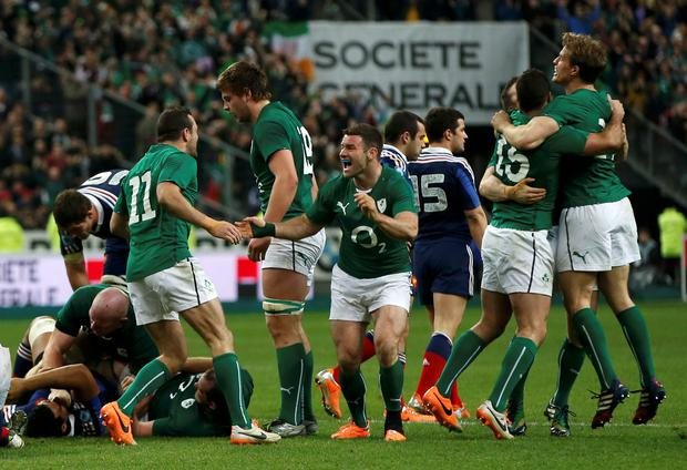 Ireland's players celebrate victory against France at the end of their Six Nations rugby union match at the Stade de France in Saint-Denis, near Paris, March 15, 2014. REUTERS/Benoit Tessier (FRANCE - Tags: SPORT RUGBY)