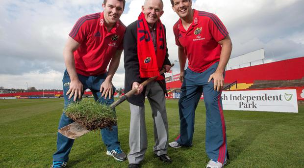 Munster's Peter O'Mahony, Chairman of INM Leslie Buckley and Munster's Donncha O'Callaghan. Photo: INPHO/James Crombie
