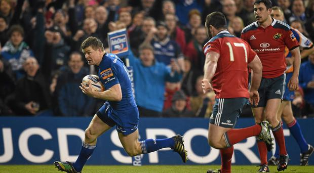 Brian O'Driscoll, Leinster, runs in to score his side's try