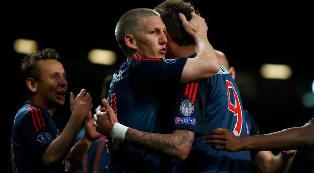 Bayern Munich's Bastian Schweinsteiger celebrates with Mario Mandzukic (R) after scoring a goal against Manchester United during their Champions League quarter-final first leg soccer match at Old Trafford in Manchester, April 1, 2014. REUTERS/Michael Dalder (BRITAIN - Tags: SPORT SOCCER)