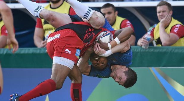 Brian O'Driscoll, Leinster, is tackled by Delon Armitage, Toulon