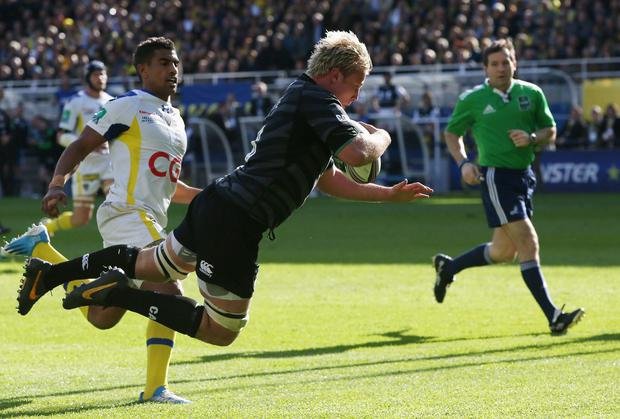 Jordan Crane of Leicester dives to score a try