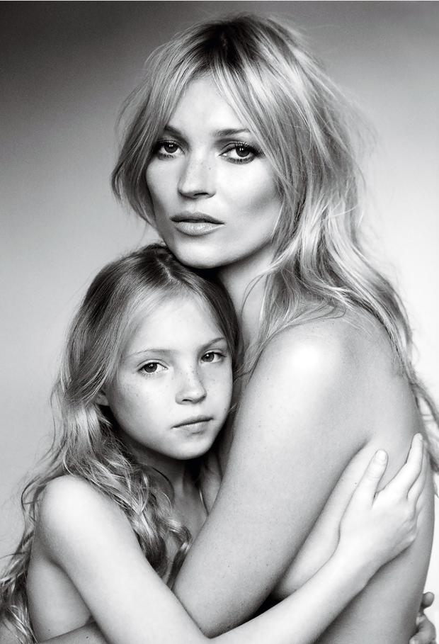 kate-moss-and-her-daughter-lila-grace-photographed-by-mario-testino-for-vogue-sept-2011.jpg