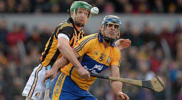 Brendan Bugler, Clare, in action against Henry Shefflin, Kilkenny