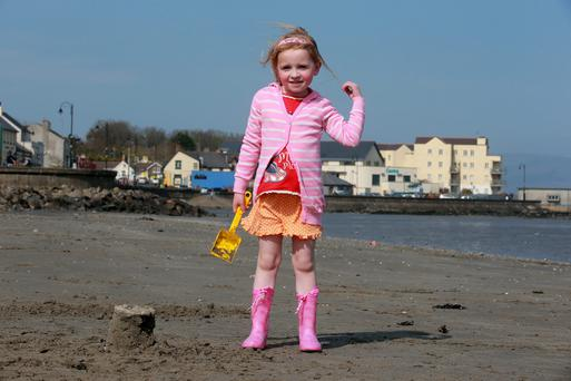 15/4/14 Caoimhe Doherty, age 5, Dundalk, enjoying the sunshine on Blackrock beach in Dundalk, Co Louth. Picture:Arthur Carron