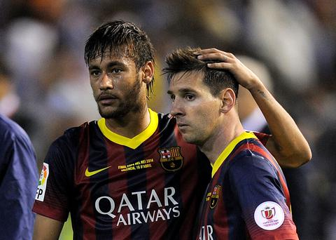 Lionel Messi (R) and Neymar of FC Barcelona