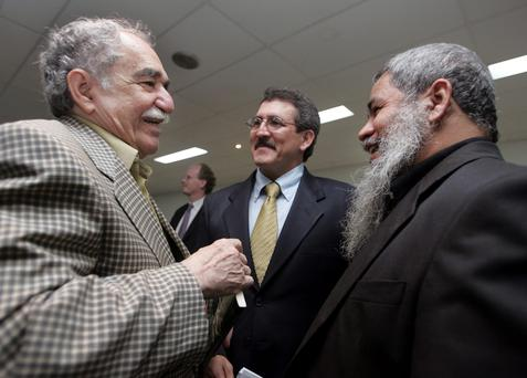 Colombian Nobel Prize laureate Gabriel Garcia Marquez (L) talks with Antonio Garcia (C), second in command of the 5,000-strong Colombian National Liberation Army (ELN) and Francisco Galan, commissioner of the ELN, after a meeting in Havana, in this December 16, 2005 file photo. Garcia Marquez, the Colombian author whose beguiling stories of love and longing brought Latin America to life for millions of readers and put magical realism on the literary map, died on April 17, 2014. He was 87. Known affectionately to friends and fans as