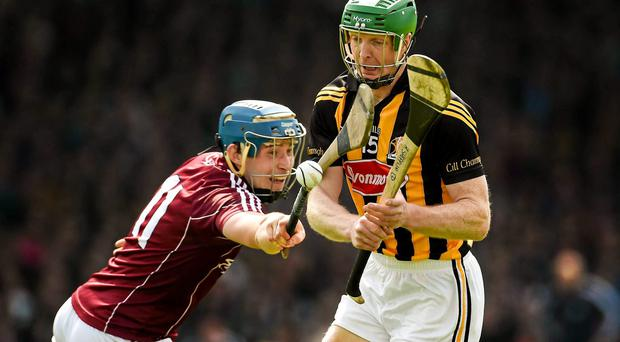 Henry Shefflin, Kilkenny, in action against Conor Cooney, Galway. Allianz Hurling League Division 1 semi-final, Kilkenny v Galway, Gaelic Grounds, Limerick. Picture credit: Diarmuid Greene / SPORTSFILE