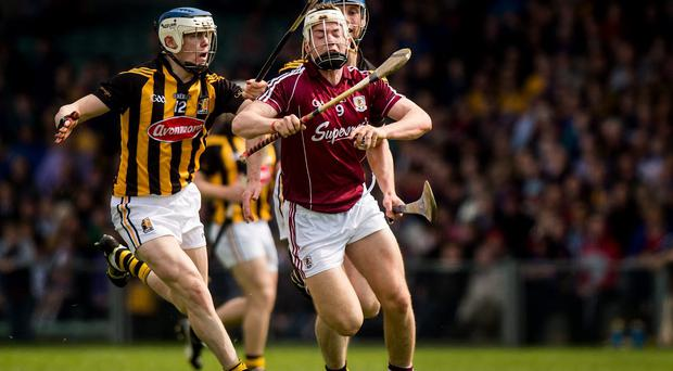 Pádraig Brehony, Galway, in action against TJ Reid, left, and Brian Hogan, Kilkenny. Allianz Hurling League Division 1 semi-final, Kilkenny v Galway, Gaelic Grounds, Limerick. Picture credit: Ray McManus / SPORTSFILE