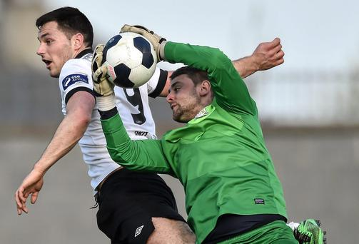 Craig Sexton, Athlone Town, in action against Patrick Hoban, Dundalk. Airtricity League Premier Division, Athlone Town v Dundalk, Athlone Town Stadium, Athlone, Co. Westmeath. David Maher / SPORTSFILE