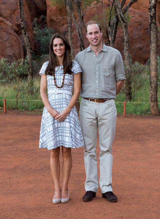 Prince William and Kate Middleton walk in the Uluru-Kata Tjuta National Park in a Hobbs dress