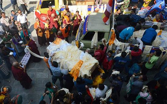Relatives carry a casket bearing the body of a Mount Everest avalanche victim in Kathmandu, Nepal Photo: Getty