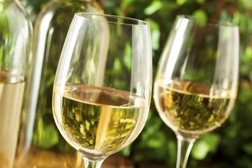An occasional glass of wine may protect against loss of sight later in life