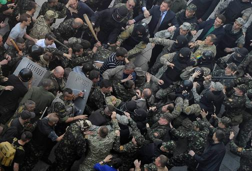 Members of Ukraine's State Security Administration (R) clash with members of the Euromaidan movement's self-defence units during a rally outside the cabinet of ministers building in Kiev April 30, 2014. REUTERS/Andrew Kravchenko/Pool