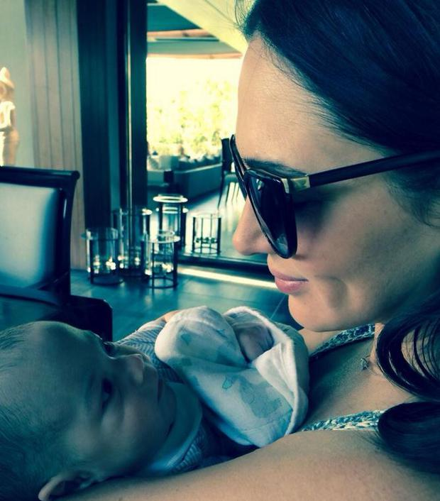 Proud mum Lauren Silverman holds her son Eric for the photo (Photo: Twitter/Simon Cowell)