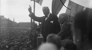 John Redmond, addresses a rally on Home Rule. He encouraged Irishmen to enlist in the British Army.
