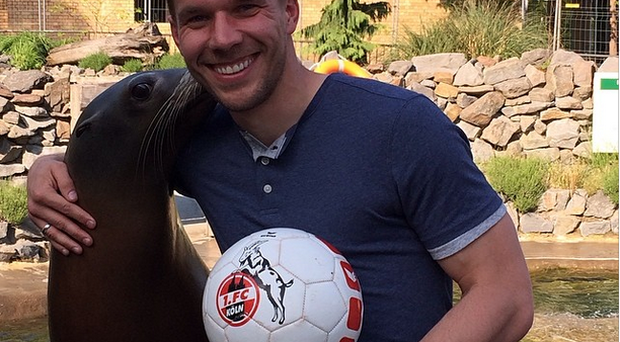 Lukas Podolski poses with the talented Sea Lion