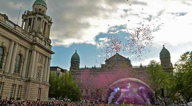 A general view at the end of the team presentation at the Giro D'Italia opening cermony at City Hall, Belfast. Picture credit: Stephen McMahon / SPORTSFILE