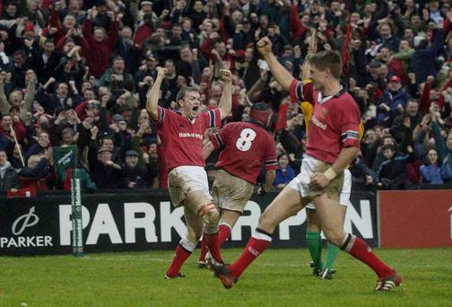John Kelly scores a last minute try for Munster against Gloucester in 2003's Heineken Cup