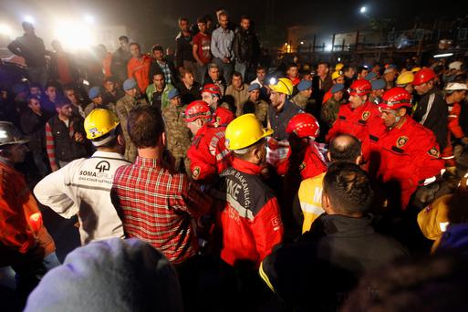 The body of a miner is carried to an ambulance in Soma, a district in Turkey's western province of Manisa May 14, 2014. REUTERS/Osman Orsal