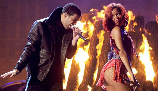 LOS ANGELES, CA - FEBRUARY 13: Singers Drake (L) and Rihanna perform onstage during The 53rd Annual GRAMMY Awards held at Staples Center on February 13, 2011 in Los Angeles, California. (Photo by Kevin Winter/Getty Images)