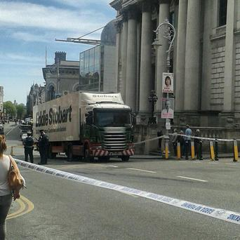 Crash on Dame Street (pic from Twitter @MarkyDub)