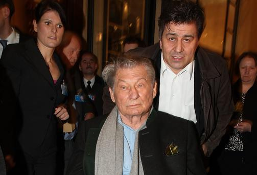 Leo Kirch (C), former owner of the Leo Kirch Media Group (Photo by Johannes Simon/Getty Images)
