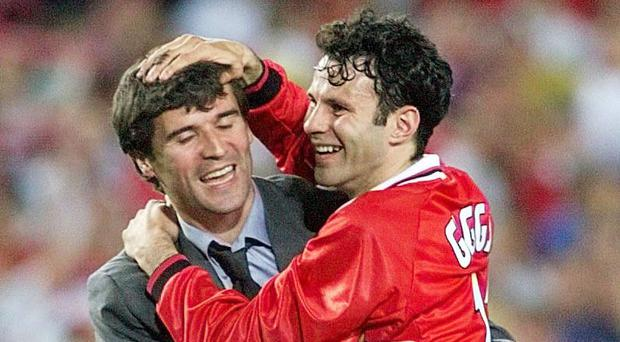 Manchester United's Roy Keane (L) hugs Ryan Giggs after winning Champions League