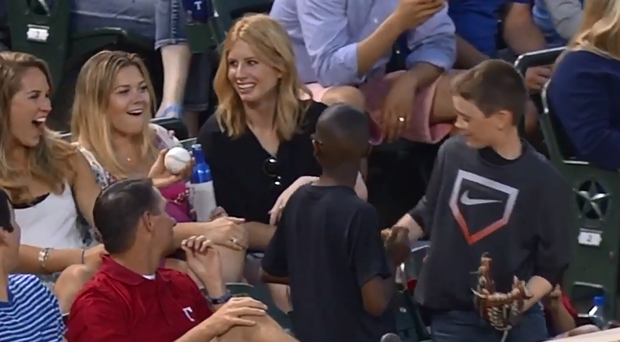 This young baseball fan pulled off a very clever trick