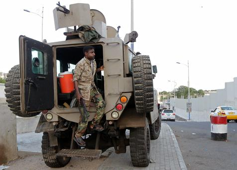 A soldier steps out of an army personnel carrier stationed near a checkpoint in Yemen's southern port city of Aden May 22, 2014. REUTERS/Khaled Abdullah
