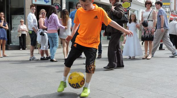 Ciaran Duffy performaing a freestyle routine on the streets of Dublin