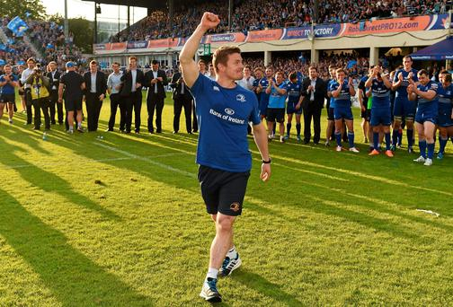 Brian O'Driscoll is applauded by players and supporters after his final game in professional rugby