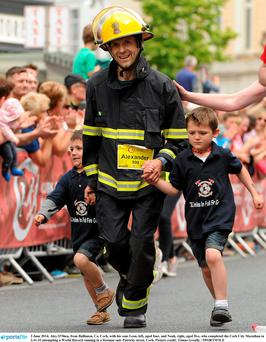 Alex O'Shea, from Ballineen, Co. Cork, with his sons Leon, left, aged four, and Noah, right, aged five, who completed the Cork City Marathon in 3.41.10. Photo: Tómas Greally / SPORTSFILE