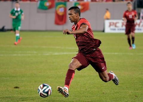 Portugal's Nani charges up the pitch against Ireland in the second half during their international friendly soccer match, ahead of the 2014 World Cup, in East Rutherford, New Jersey, June 10, 2014. REUTERS/Ray Stubblebine (UNITED STATES - Tags: SPORT SOCCER WORLD CUP)