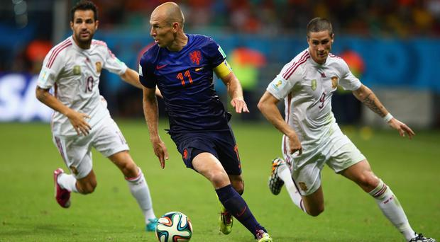 Holland's two-goal man Arjen Robben turns away from Spain duo Cesc Fabregas and Fernando Torres . Photo: Ian Walton/Getty Images