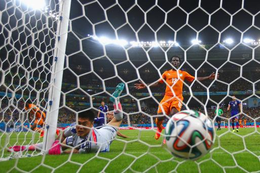 RECIFE, BRAZIL - JUNE 14: Gervinho of the Ivory Coast scores on a header past Eiji Kawashima of Japan as Wilfried Bony of the Ivory Coast looks on during the 2014 FIFA World Cup Brazil Group C match between the Ivory Coast and Japan at Arena Pernambuco on June 14, 2014 in Recife, Brazil. (Photo by Julian Finney/Getty Images)