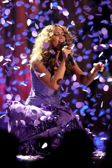 LONDON - FEBRUARY 20: (EVENING STANDARD, DAILY STAR, LONDON LITE AND EXPRESS GROUP OUT) Leona Lewis performs on stage at the BRIT Awards 2008 at Earls Court 1 on February 20, 2008 in London, England. (Photo by Getty Images)