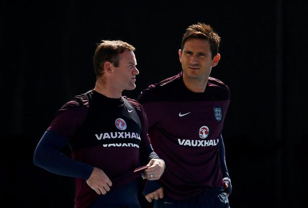 England's Wayne Rooney (L) and Frank Lampard arrive for a training session for the 2014 World Cup in Rio de Janeiro June 16, 2014